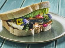 Sjømatretter som gir deg feriefølelsen - Saba sando, knallgod makrellsandwich på japansk vis