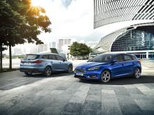 Ford viser ny Focus sammen med ny Mustang, Edge Concept og soldrevet C-MAX på Genève-utstillingen.
