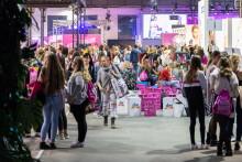 It's GLOW-Time – 12.000 Besucher und Launch der dm-exklusiven Kooperationsmarke MOЙ von Stefanie Giesinger auf der GLOW by dm