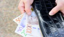 Var tredje kvinna missnöjd med sin lön