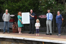 "London Northwestern Railway unveils poem to honour ""Captain Tom"" at his local station"
