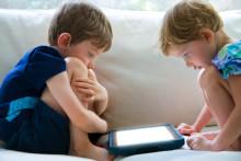 Barnens mobila vanor 2012: Svenska barn får inte surfa vid matbordet