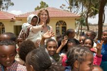 Osteopathen helfen Flüchtlingskindern: Spenden für Stefanie-Graf-Stiftung