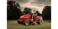 "Hondas Mean Mower tar hem priset ""Thing of the Year"""