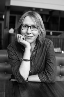 """Ny roman tematiserer det nye arbeidslivet i Europa; """"Ho er fri"""" av Ingvild Holvik."""