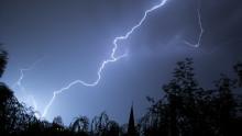 Tordenvær med risiko for strømbrudd og skader på elanlegg