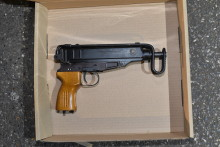 Two machine guns seized after Met officers arrest man near Chiswick tube station