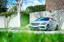 Försäljningen av begagnade personbilar tog rejäl fart i juni och bilhandeln tar marknadsandelar