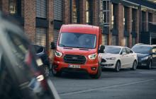 Ford Transits förarhjälp underlättar i stressiga parkeringssituationer