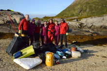 Hurtigruten inngår samarbeid med Hold Norge Rent: Setter strandrydding på aktivitetsprogrammet