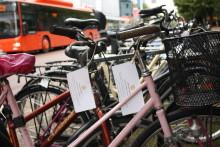 Höststädning i Tingvallastadens cykelställ