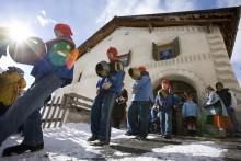 Pschuuri, Trer Schibettas und Chalandamarz – Lebendige Winterbräuche in der Schweiz