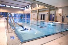 Flere gratis svømmekurs for barn og ungdom i bydelen