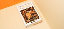 Må være årets mest løsslupne mesterverk, skriver Adresseavisen om Erik Fosnes Hansens roman.