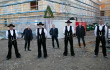 Richtfest in Corona-Zeiten: Universität Witten/Herdecke bringt für ihr Pionierprojekt im nachhaltigen Hochschulbau Tradition und Digitales zusammen