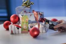 Mobiltelefonen och Black Friday bakom rekordökningen av julhandeln på nätet