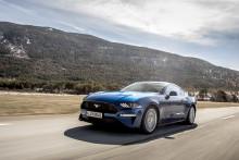 Ford Mustang zpřístupňuje vyspělé sportovní technologie a špičkový audiosystém ještě širšímu okruhu zákazníků