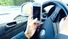 Mange prater i mobilen uten handsfree – unnskyldningene sitter løst
