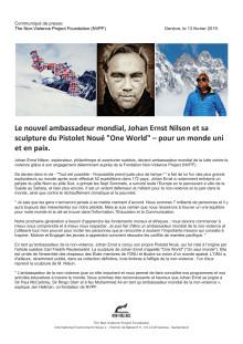 """Le nouvel ambassadeur mondial, Johan Ernst Nilson et sa sculpture du Pistolet Noué """"One World"""" – pour un monde uni et en paix."""