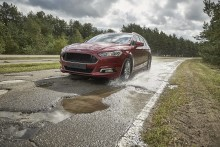 Ford záměrně ničí auta na šílených silnicích v Lommelu!