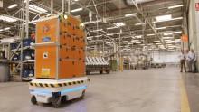 Självkörande robot förenklar vardagen för Ford-anställda