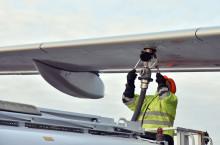 Swedavia fortsätter stötta flygets klimatomställning – årlig leverans av bioflygbränsle tankas på Arlanda