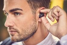 Un auricolare completamente wireless e una cuffia con archetto per la nuca vanno ad arricchire la serie 1000X di Sony, leader di settore nella cancellazione del rumore