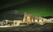 Store Norske overtar Hurtigruten Groups bygningsmasse på Svalbard