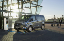 Verdenspremiere: 8-seters Ford Tourneo Custom ladbar hybrid