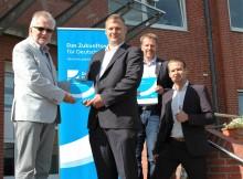Rathaus mit Lichtgeschwindigkeit: Beverstedt schließt Kommunalvertrag mit Deutsche Glasfaser