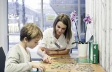 Vuxna som haft cancer som barn ska få bättre hjälp