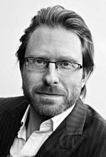 Leif Høghaug ute med ny roman - ælt skrivi på rein hadelansk