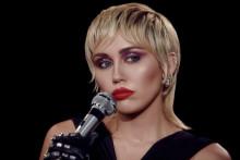 Albumaktuella Miley Cyrus gästar Skavlan nu på fredag 30 oktober