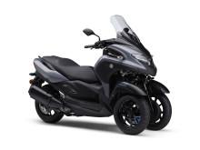 """シティーコミューター「TRICITY300」をEICMAに出展 """"めざせ、ころばないバイク""""LMWテクノロジー搭載モデル第4弾"""