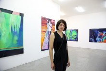 "Julia Schmalzl kann ""SICH SEHEN LASSEN"" - ARTIMA fördert junge Künstlerin zur art Karlsruhe 2020"