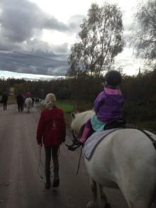 Välkomna till barnridning på Stallbalans i Björsbyn, Luleå.