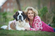 Michaela May zeigt Tinekken: Große Rolle in leichter Wolle