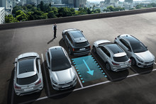 Ny KIA Sorento-teknologi hjælper føreren ind og ud af trange parkeringspladser