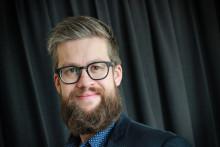 Henson rekryterar erfaren journalist