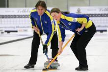 Curling-VM mixed dubbel: Lag Noreen klara för slutspel efter fem raka vinster.