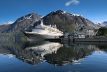 Fred. Olsen Cruise Lines' 'Black Watch' to commence cruise season from Rosyth in Summer 2016