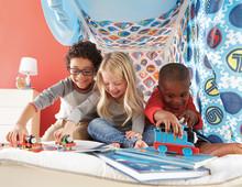 Eine neue internationale Umfrage mit 12.000 Eltern der Genaration Y von Thomas & Seine Freunde vergleicht deutsche Mütter und Väter mit Eltern aus sieben verschiedenen Ländern