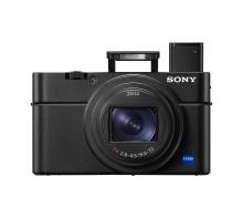 A legújabb Sony RX100 VI kompakt vázban egyesíti a 24-200 mm-es zoomobjektívet nagy blendenyílással a világ leggyorsabb autofókusz-sebességével