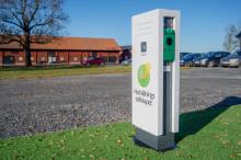 Med laddstationer från Schneider Electric förstärker Hushållningssällskapet på Brunnby Gård sin långsiktiga satsning på hållbarhet