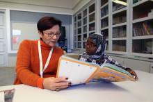 Adlibris tukee Punaisen Ristin LäksyHelppiä –jokaisesta myydystä lelusta ja lastenkirjasta euro LäksyHelppi -toimintaan