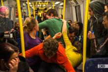 Danshappening på röda linjen när nätverket för dansutveckling i Stockholmsregionen firar Dansens Dag