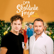 Silas Holst og Jakob Fauerby fortsætter samarbejdet i  DEN SKALDEDE FRISØR – THE MUSICAL næste år