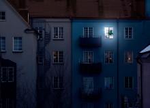En tredjedel af unge danskere ser TV i mørke: Derfor skal du have lys tændt, når du ser TV