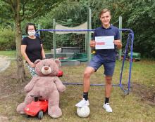Versteigerung auf Instagram für Bärenherz: Marius Pischer und Jona Zimmermann versteigern begehrte Fußballartikel