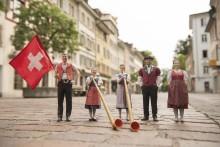 Schwingen, Jodeln, Alphorn spielen – das exotische Brauchtum der Schweiz